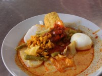 Lontong ©little red dot/flickr