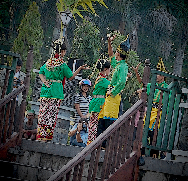 Traditional dance in South Kalimantan