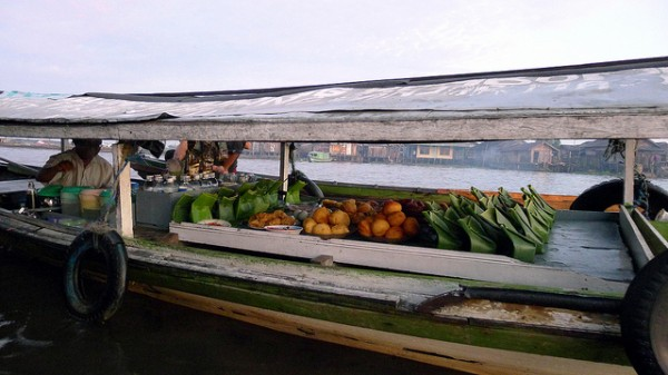 Breakfast boat in Bandjarmasin